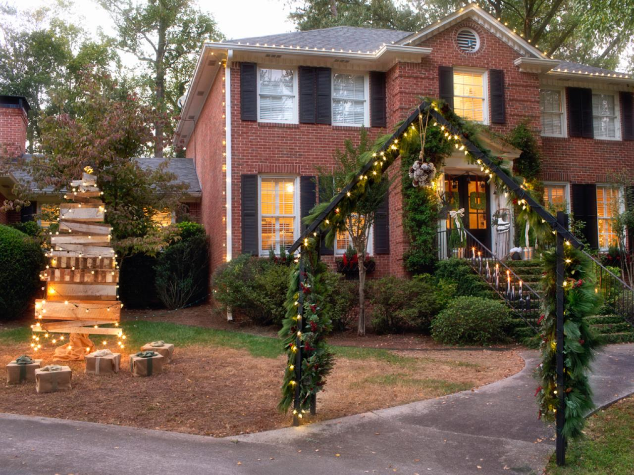 Stunning Ideas for Christmas Lights Decorations in the Garden